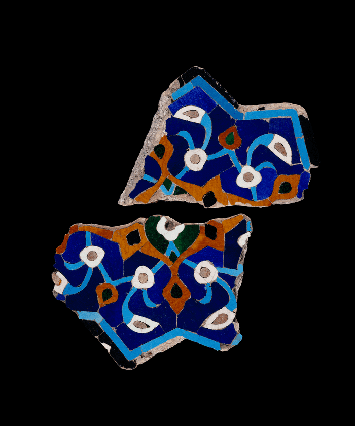 Fragmentary 12-pointed star tile, Afghanistan, 1430s